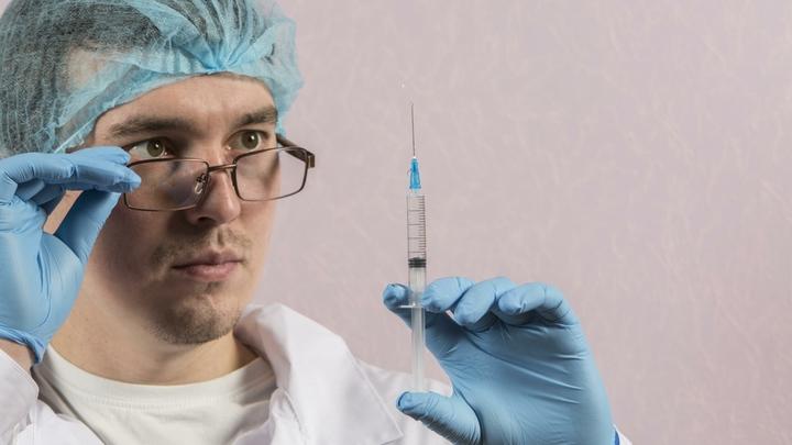 Обманули и укололи: в Тольятти пятиклассника вынудили сделать прививку