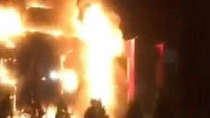 Огненный шар в Ромашкове: Огонь пожирает гостиницу в Подмосковье. Один человек пропал без вести