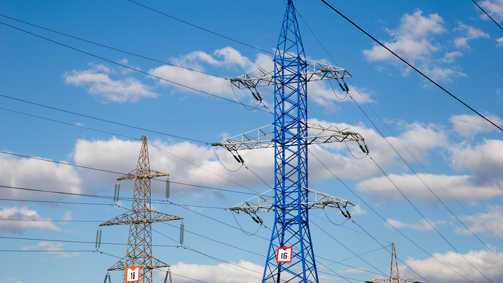За всё заплатят украинцы: Политолог об отказе Киева от электроэнергии из России