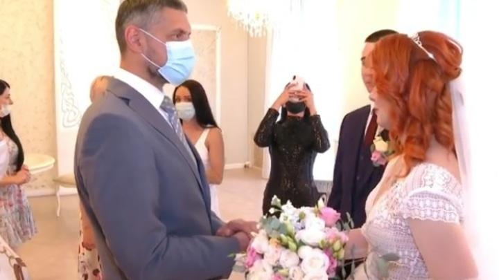 Александр Осипов пришел на свадьбу Валерии Акимкиной, потерявшей мать в пожаре 2018 года