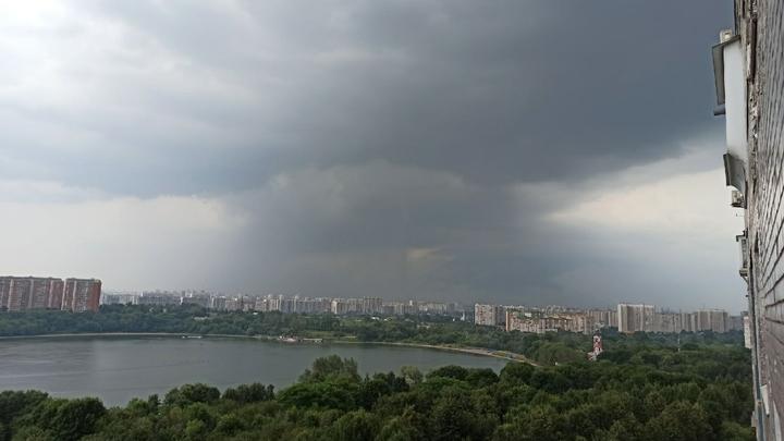 Свердловскую область накроют дожди с градом 25 августа - но не везде