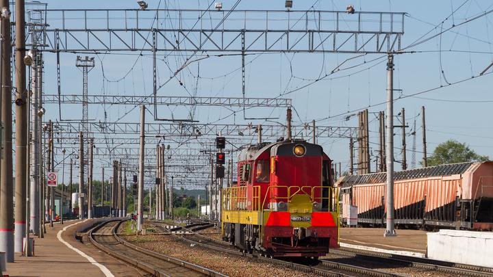 На железной дороге в Екатеринбурге мужчину насмерть сбил поезд