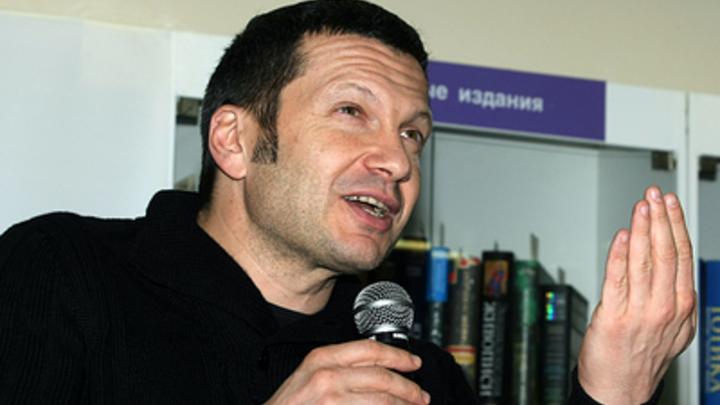 Тогда скажите, как пишется: Соловьев рассказал анекдот в прямом эфире