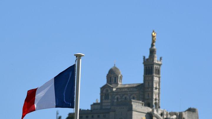 France Info: Рейтинг Макрона скатился до 32 процентов, как у Олланда в 2013-м