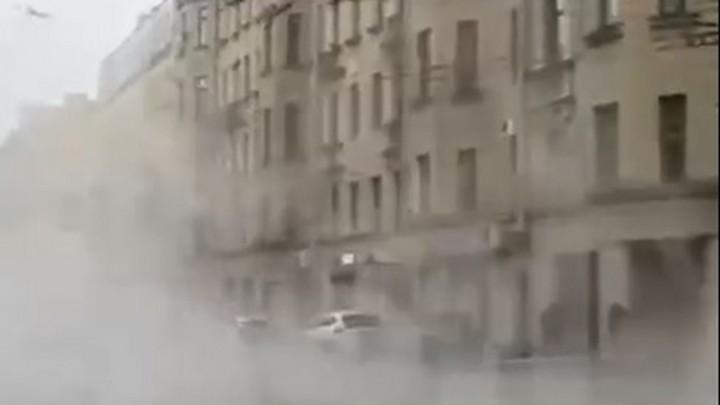 В центре Санкт-Петербурга из-за коммунальной аварии разлился кипяток