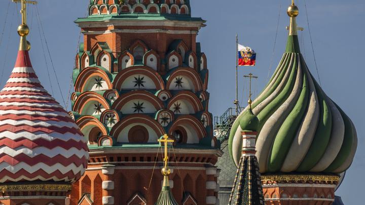 Скверна недели: Увольнение за русский флаг и мистицизм Кремля