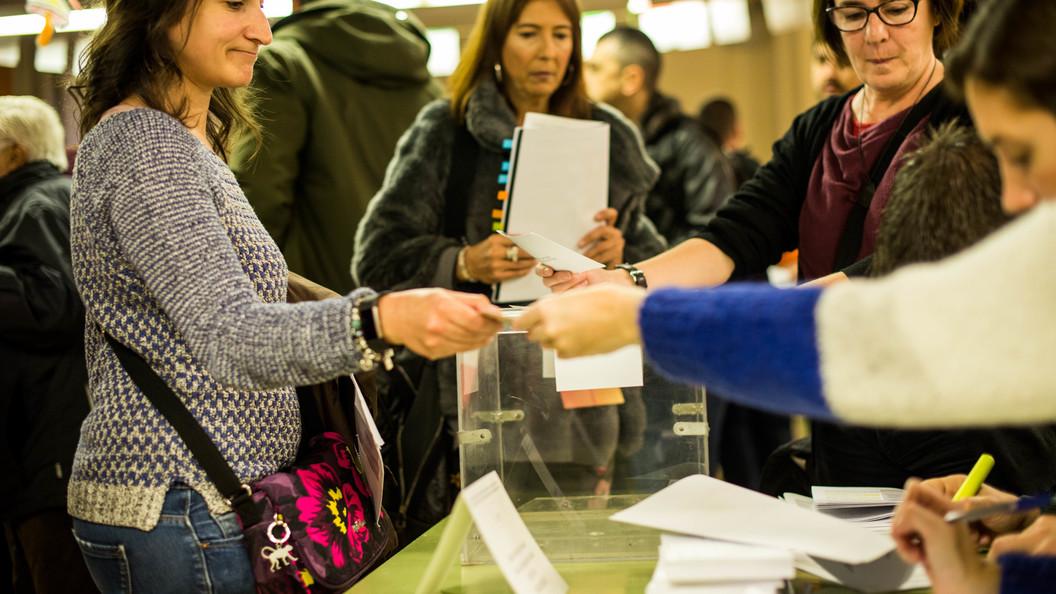 Партии за независимость Каталонии взяли большинство мандатов в парламенте