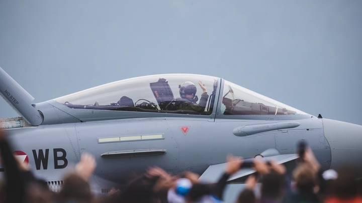 Самолёт Джонсона спугнул русского лётчика? Британцы проследили за бортом ВКС России