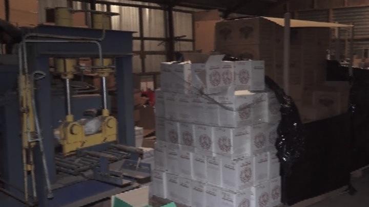 Люди привезли: Под Ростовом спецназ накрыл цех по производству суррогатного алкоголя