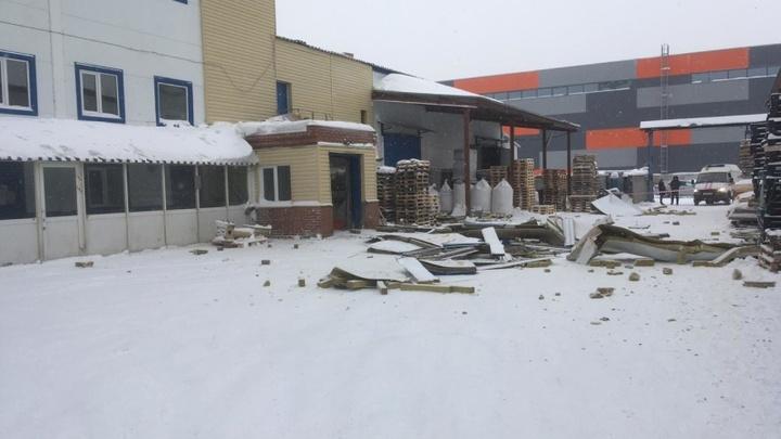 Новосибирские спасатели закончили развал завалов в производственном здании
