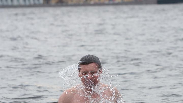 Очередей к проруби не будет: в Петербурге на крещенские купания обеспечат дистанцию
