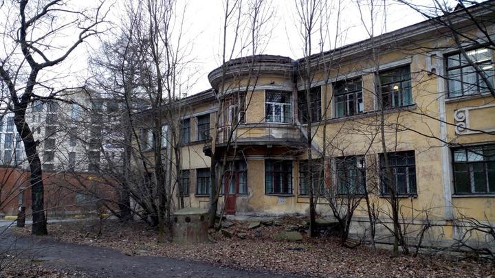 Омлет с плесенью и грязь в палатах: Пациент с Covid из Боткинской больницы поведал о жутких условиях