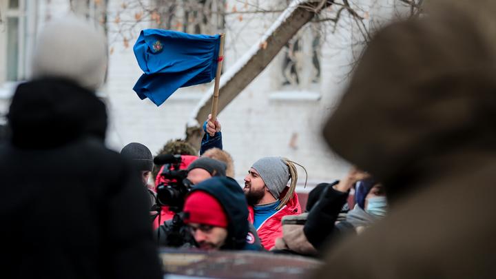 Новосибирских школьников призывают к участию в несанкционированном митинге в поддержку Навального
