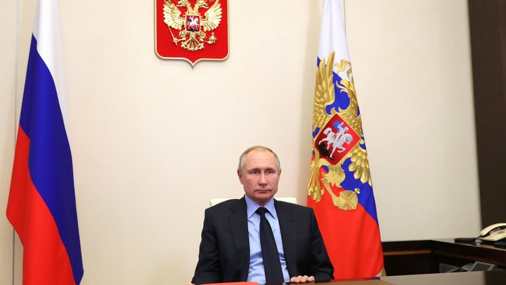 Хозяин квартиры Путиных не пустил на порог Навального: У дома с телохранителями