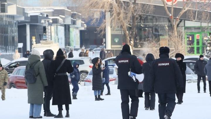 На митинге в Челябинске четверо человек арестованы за неповиновение полиции