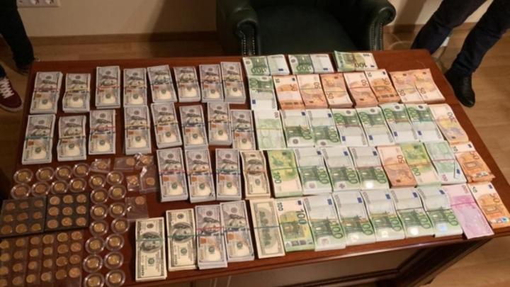 Обыски, 4 млн валюты и «липовые» справки: руководство медсанчасти МВД «попалось» на взятках
