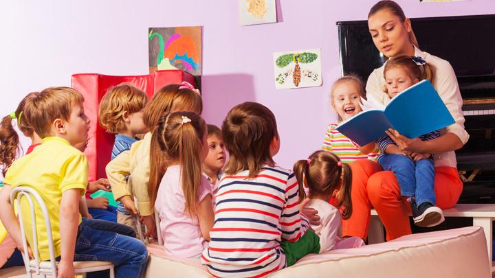 «И пригрозил Иванушку-дурачка на кол посадить»: Воспитателя уволили за рассказ «о пытках» в сказках для малышей