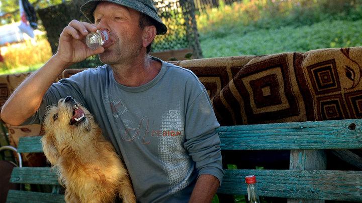 Алкоголь-убийца: Отравления суррогатом назвали естественным отбором