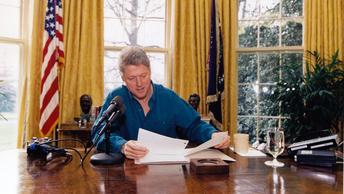 Билл Клинтон мог быть заказчиком убийства мужа своей секретарши - СМИ