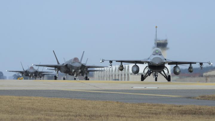 Российские самолеты атакованы американскими истребителями