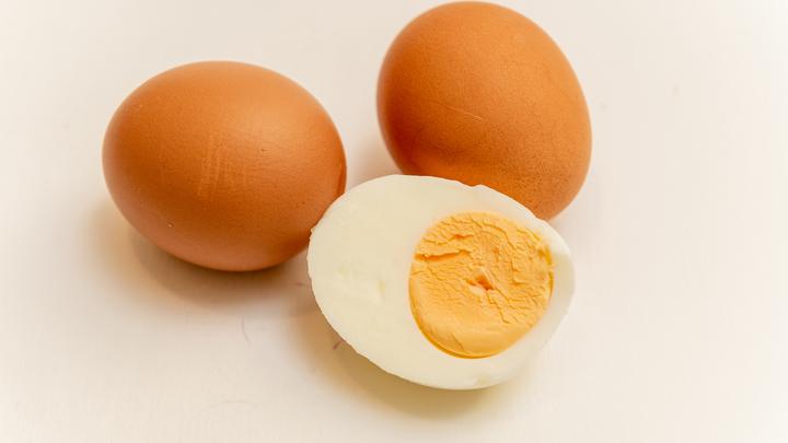 Продуктовая коррупция в Петербурге: Экс-инспектор признал вину за взятки яйцами и маслом, но не медом