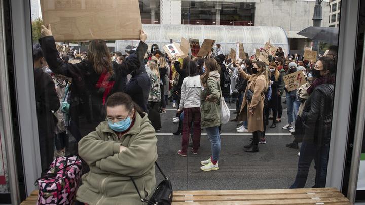 Поляки устроили многотысячный протест. Журналист констатировал: Ещё одно позорище