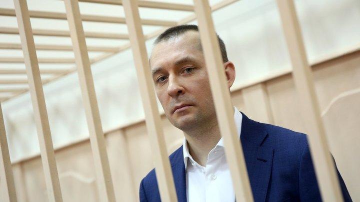 """""""Ты узнаешь, проститутка в штанах, что такое шантаж!"""": Полковника Захарченко сдали его любимые женщины?"""