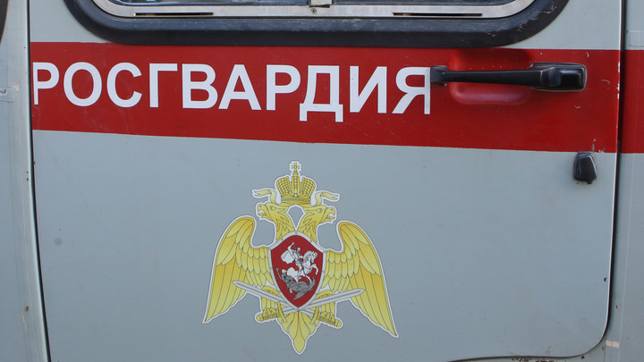 Уходите, уходите!: Стрельба в Екатеринбурге не прекращается уже час - видео с места