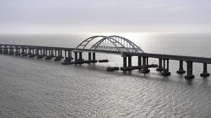 Проехавший по Крымскому мосту турист не поверил в его существование: Мы-то знаем правду