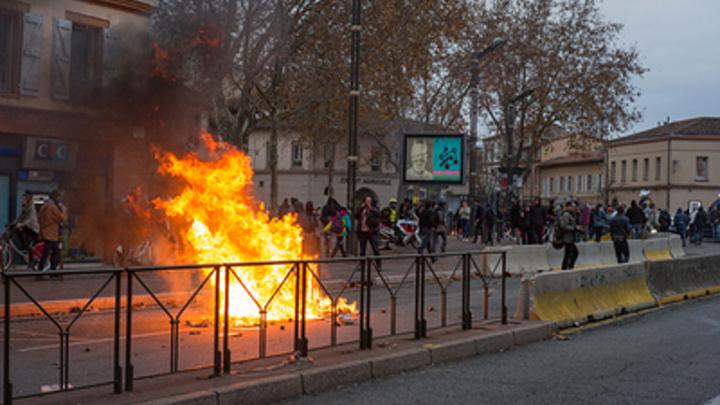 ″Европе надоело читать лекции глобалистам″: Французский майдан дошел до сердца Евросоюза