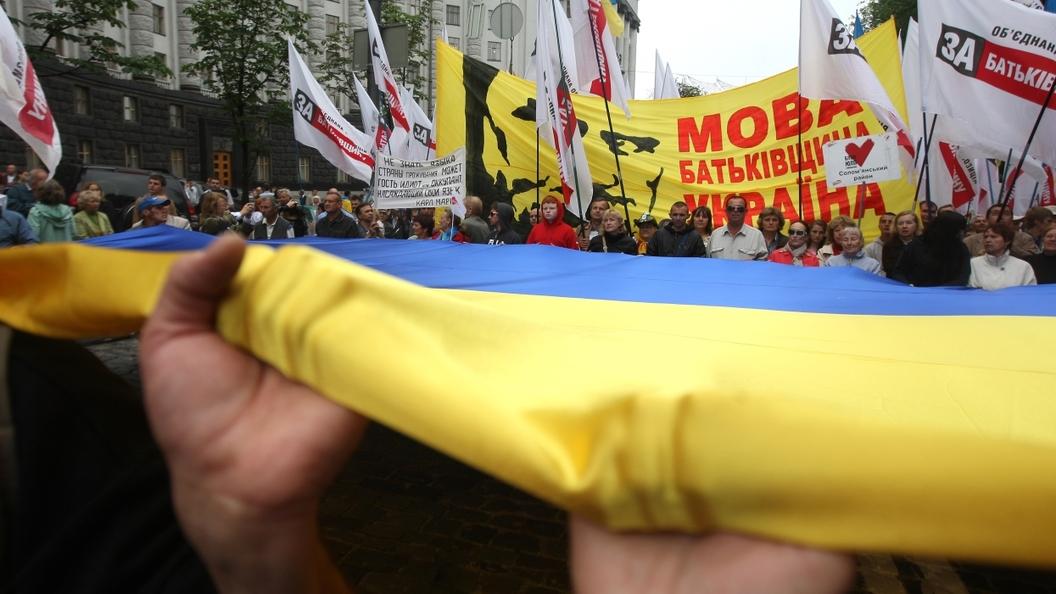 Еще не убивают, но уже призывают лечить. Что ждет русский язык на Украине
