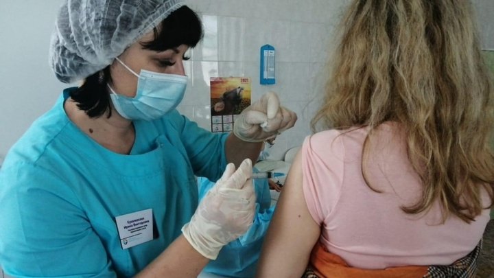 Вакцину Спутник Лайт против COVID-19 впервые доставили в Забайкалье