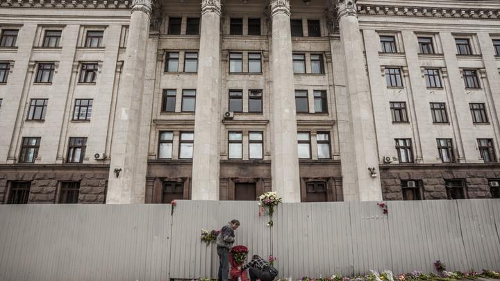Украинцев заставили вспомнить о боли Одессы акцией с кровью у посольства в Москве