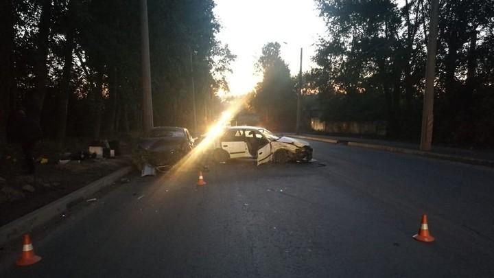 Три человека пострадали в лобовом ДТП в Новосибирске