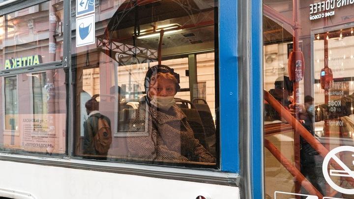 В автобусах Санкт-Петербурга не будут продавать маски и перчатки