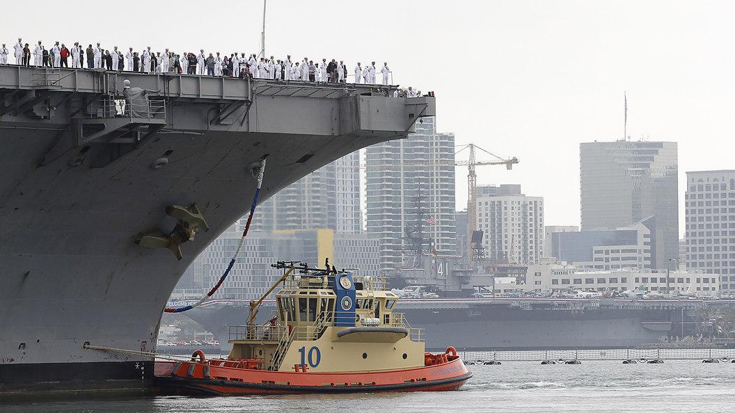 На двух базах ВМС США вывозят технику из-за урагана Харви