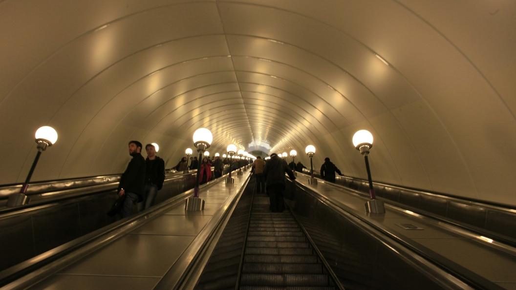 Неменее  2-х  тыс.  единиц оружия отыскали  упассажиров метро Петербурга заполгода