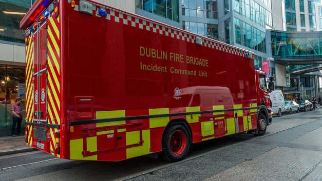 Аэропорт Дублина продолжил принимать самолеты, несмотря на грандиозный пожар - видео