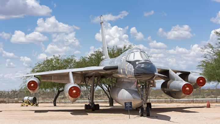 Быстрому самолёту - быстрая ракета. Как С-75 похоронил проект американского супербомбардировщика