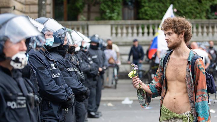Владимир, дайте нам свободу!: Берлинский майдан просит помощи у Путина