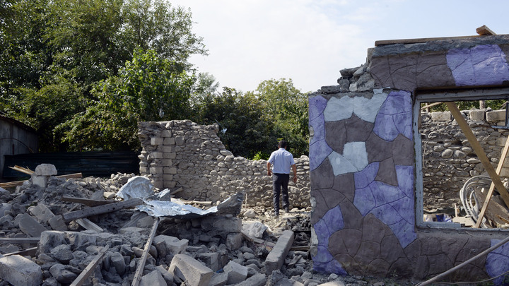 Охотились целенаправленно? Азербайджан сообщил о гибели министра обороны Карабаха