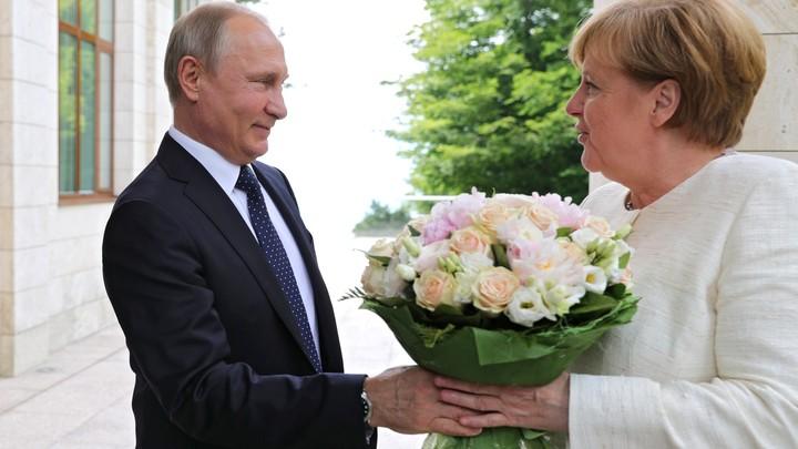 С нетерпением жду...: Меркель на встрече с Путиным не стала скрывать эмоций. Первые реплики в Кремле