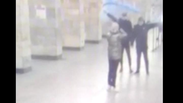 Видео: В Санкт-Петербурге болельщики «Зенита» устроили в метро фаер-вечеринку