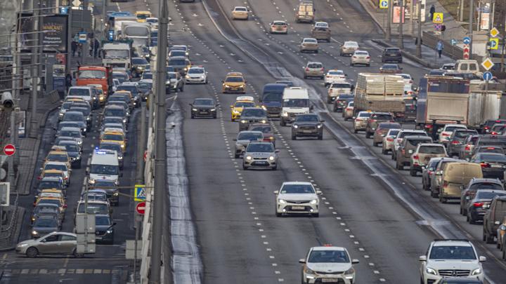 Оставить порог в 20 км/ч: Тысячи водителей выступили против новых штрафов
