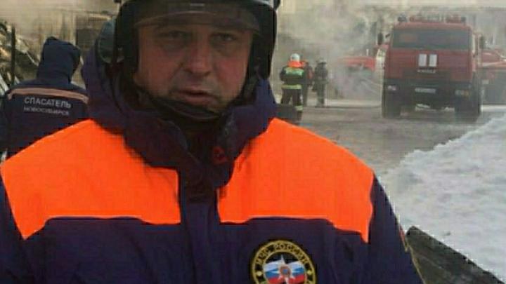 Сотрудники МЧС не могут справиться с огнем: В Сети опубликовано видео крупного пожара на Омском заводе