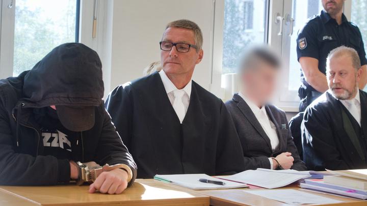 Хотели увидеть, как умирает человек: В Германии двое парней убили беременную девушку