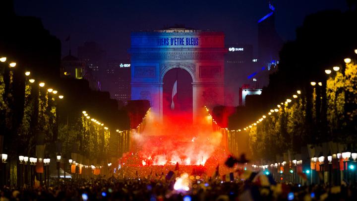 Россия экзамен на безопасность ЧМ сдала блестяще, пока во Франции от радости громили Париж