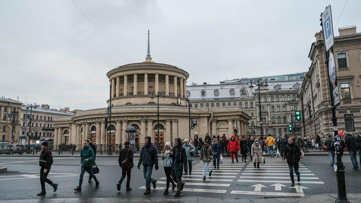«Кремль не может в это вмешиваться»: Песков призвал Смольный и рестораны найти компромисс
