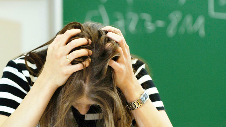 Российских учителей предложили обязать работать с психологами