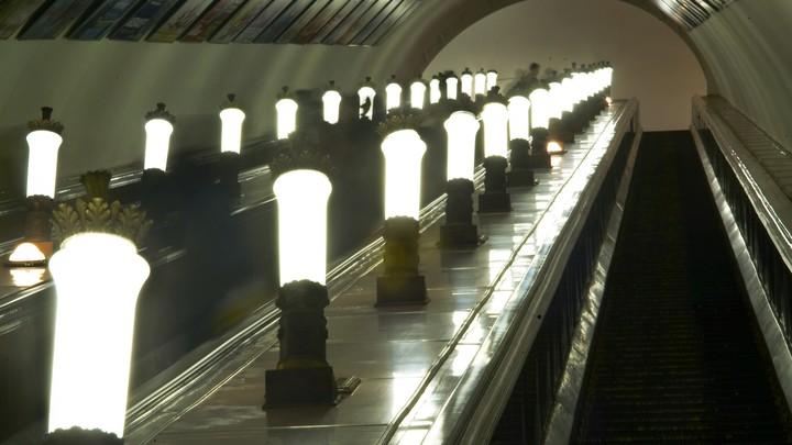 Четырехлетнего малыша затянуло в эскалатор в московском метро